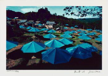 Christo und Jeanne-Claude | Umbrellas Jinba Blue, handsigniert