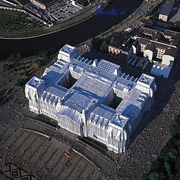 Christo Reichstag, Luftaufnahme von West nach Ost, (handsigniert)