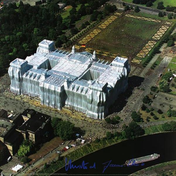 Christo: Reichstag, Luftaufnahme von Ost nach West, (handsigniert), gerahmt