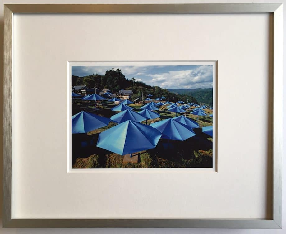 Christo   Umbrellas - gerahmter Miniprint 2