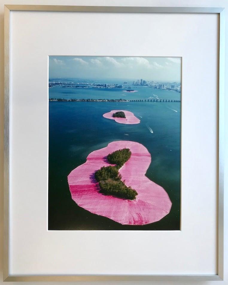 Christo | Surrounded Islands - gerahmter Kunstdruck
