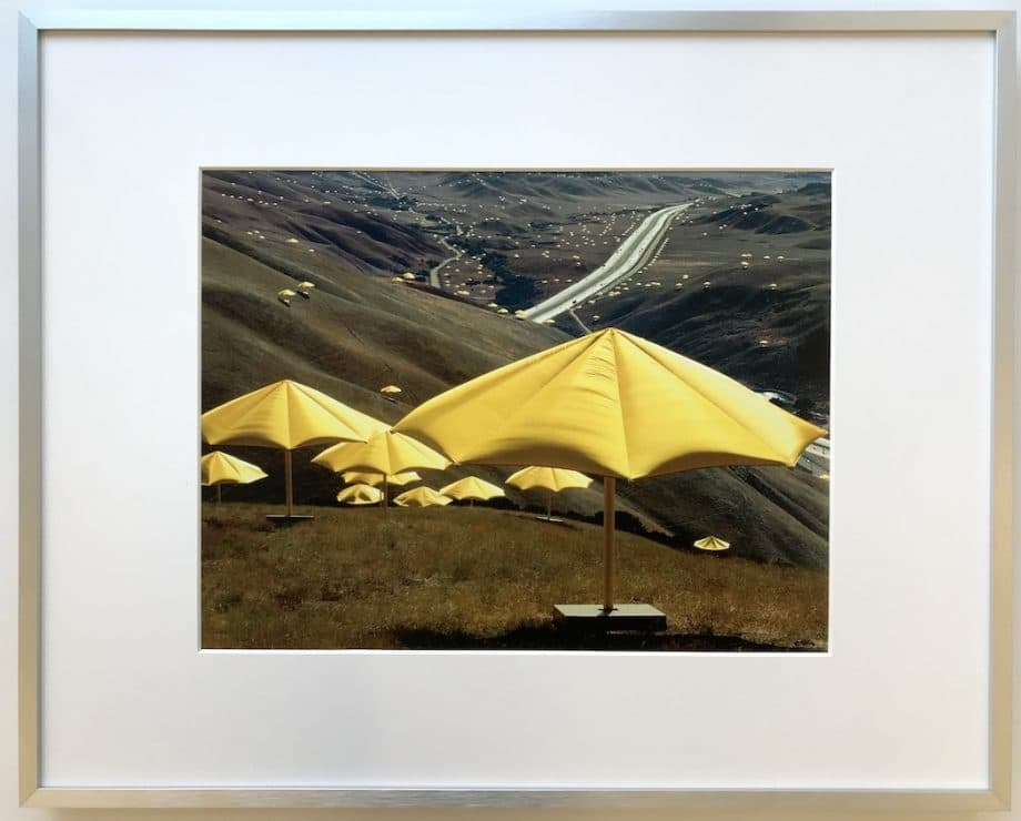 Christo | Yellow Umbrellas - gerahmter Kunstdruck
