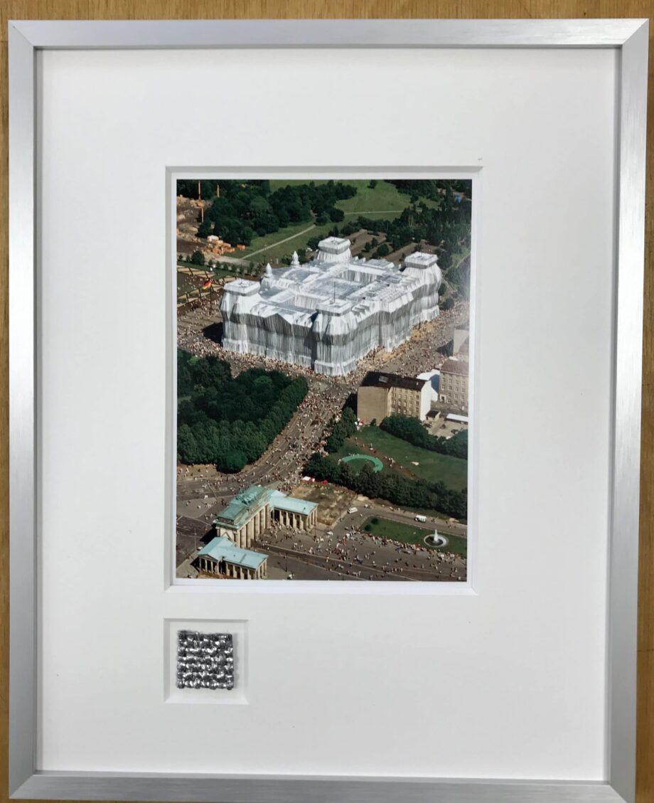 Christo | Reichstag 1 - gerahmter Miniprint mit Originalstoff