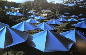 Christo Umbrellas Blau 12