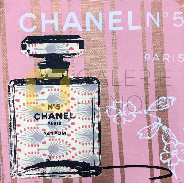 Anna Flores Little Icon Chanel